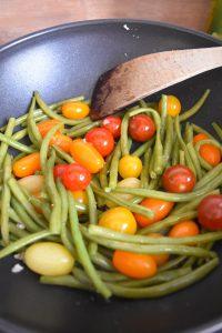 Haricots verts et tomates cerises sautés