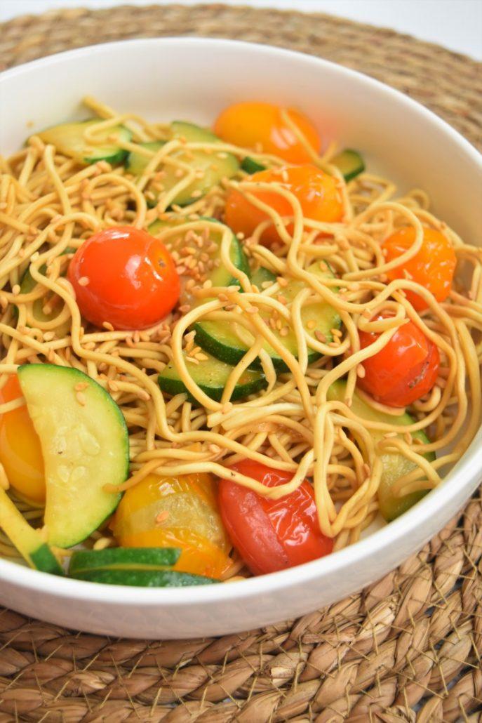 Nouilles chinoises à la courgette et tomate