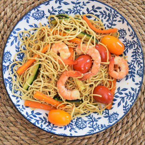 Nouilles chinoises aux crevettes et légumes