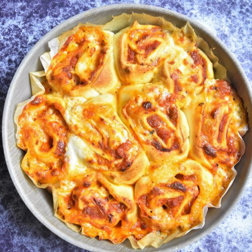 Pizza roulée à la bolognaise et mozzarella