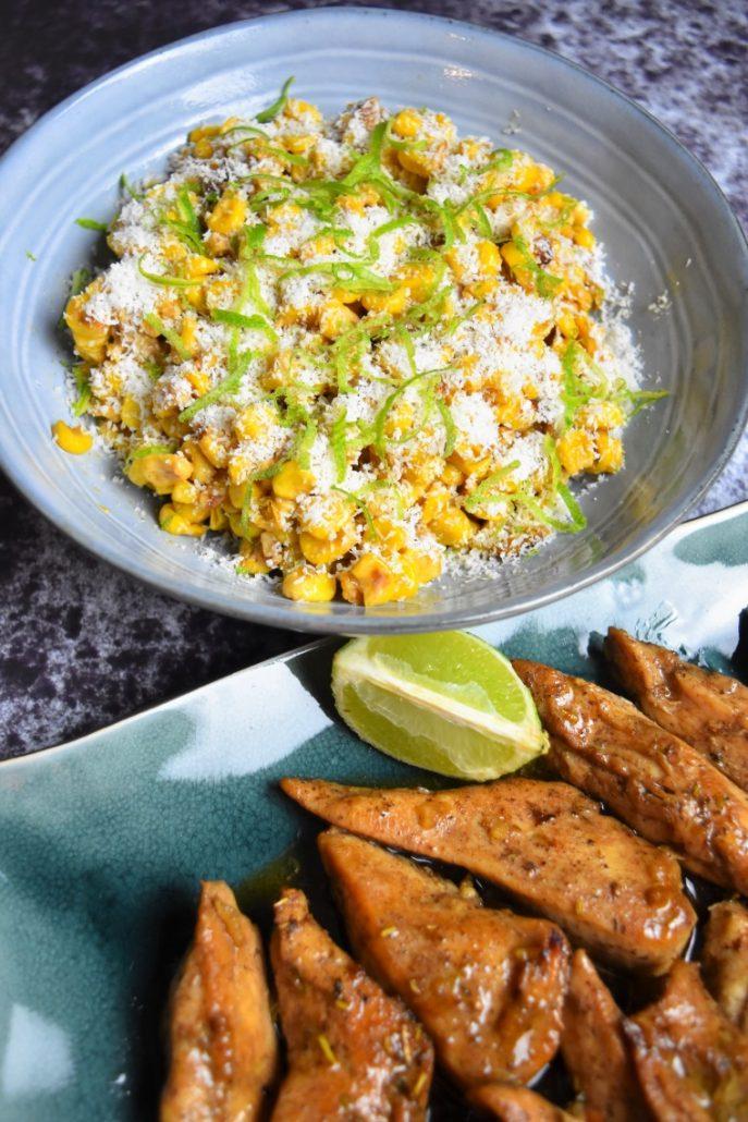 Poulet épicé et salade de maïs