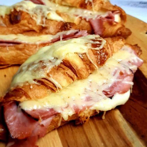 Croissants au jambon et fromage