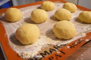 Boules de pâte à gaufres fourrées au nutella