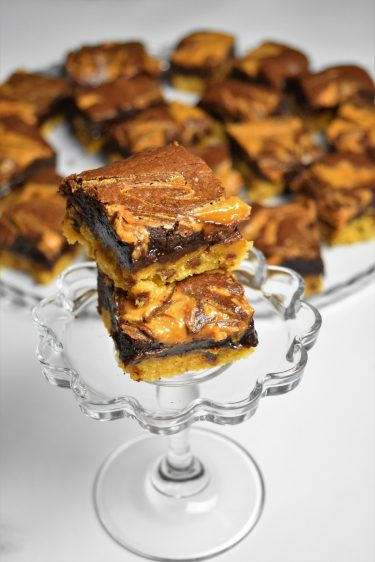 Carrés façon brookies au chocolat et beurre de cacahuètes