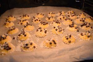 Cuisson des chouquettes aux pépites de chocolat