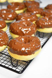 Donuts au glaçage rocher