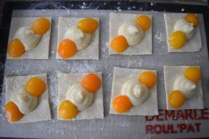 Carrés feuilletés à la crème et abricot