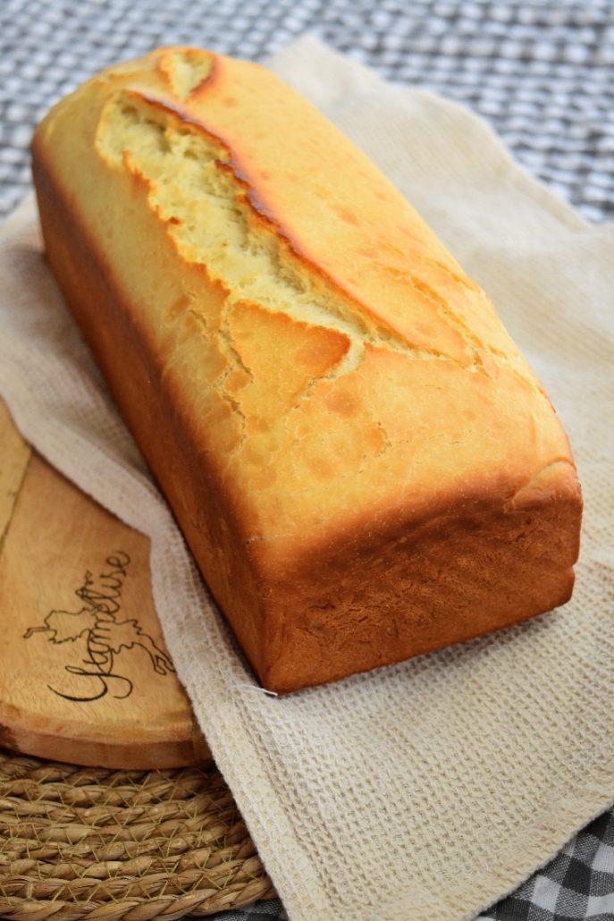 Grand pain de mie dans moule avec couvercle