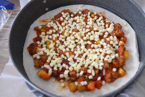 Lasagnes au chili et mozzarella avec des wraps
