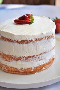 Naked cake aux fraises et chantilly mascarpone