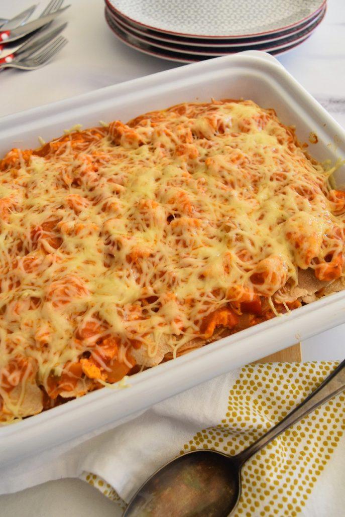 Lasagnes au poulet, poivrons et béchamel tomate