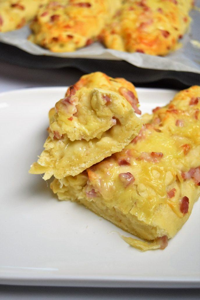 Baguettes aux lardons et fromage avec companion