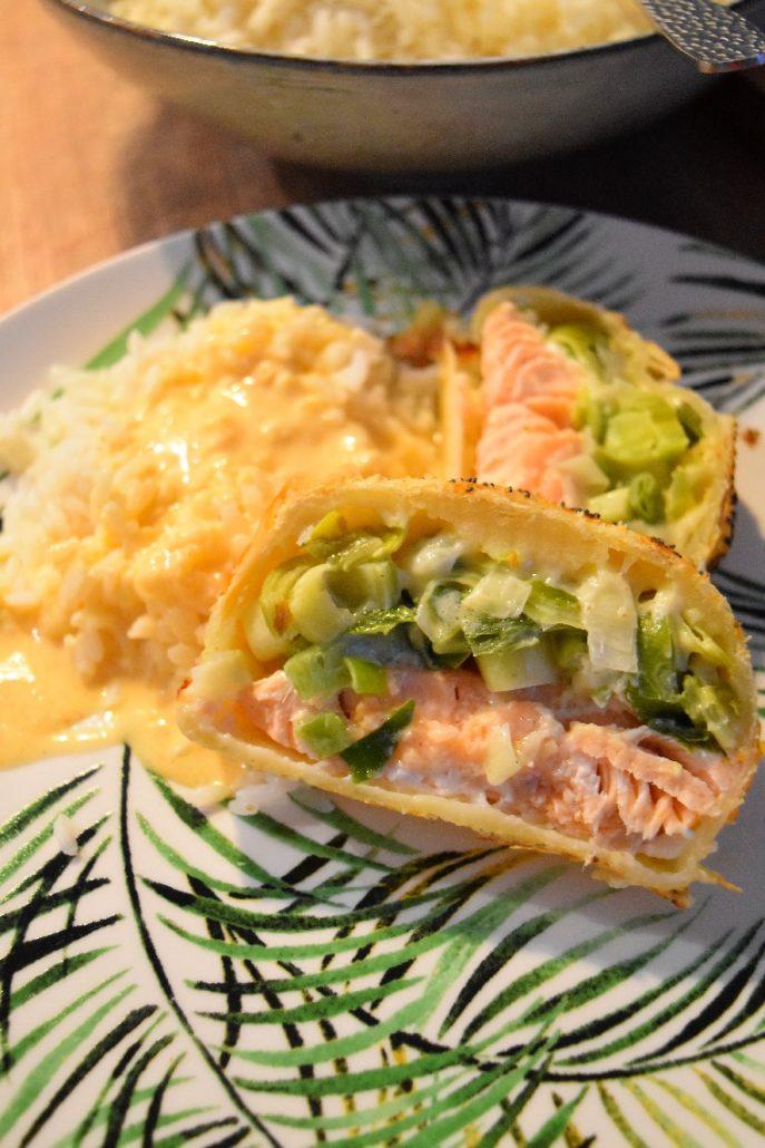 Feuilleté au saumon, riz et sauce paprika