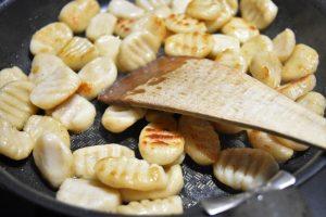 Gnocchi à la ricotta grillés à la poêle