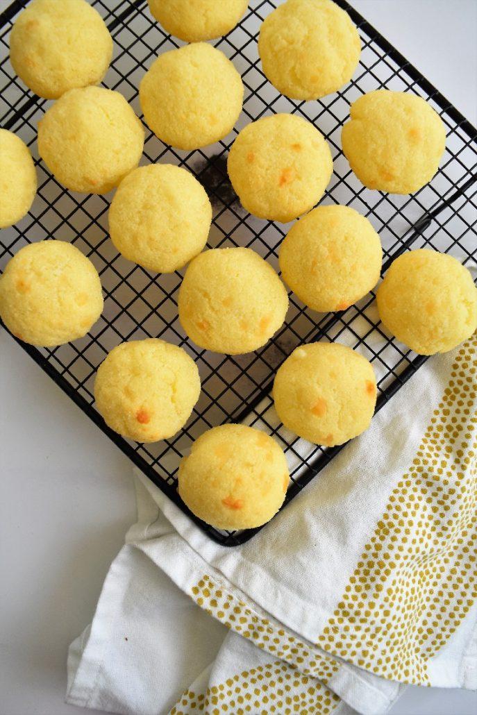 Pao de queijo ou pain au fromage brésilien
