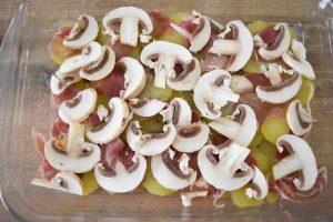 pommes de terre, jambon cru et champignons