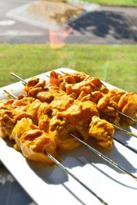 Brochettes de poulet mariné au curry