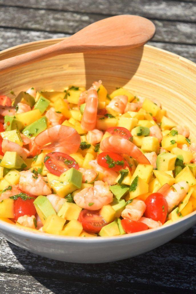 Salade aux crevettes, avocat et mangue