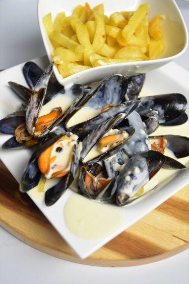 Moules marinières au Cookeo, sauce maroilles et frites