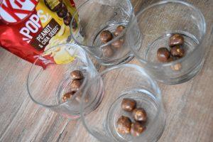 Kit Kat Pops dans la mousse au chocolat