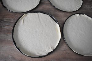Pâte pizza pour plaques du support cuisson