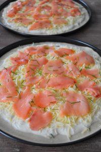 Pizza saumon fumé, sauce blanche citron et mozzarella