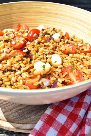 Salade de blé aux oignons caramélisés