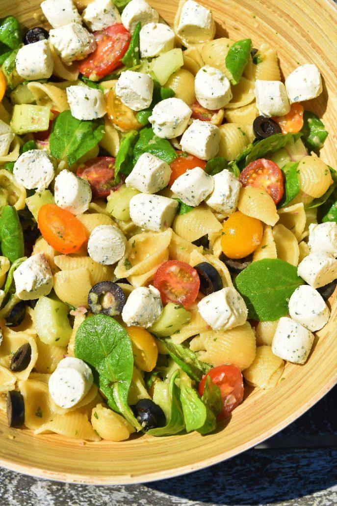 Salade de pâtes aux légumes et fromage