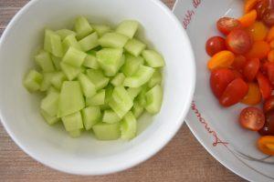 Dés de concombre pour salade grecque