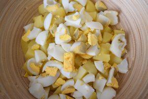 Pommes de terre et oeufs durs pour salade