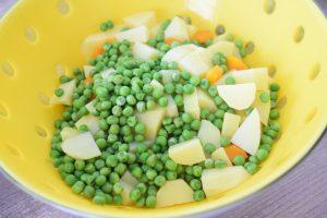 Pommes de terre, carottes et petits pois