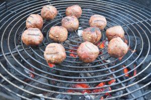 Boulettes de viande cuites au barbecue