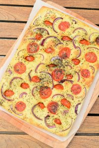 Focaccia moelleuse aux tomates et herbes