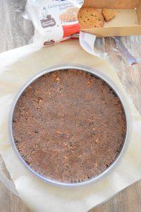 Base de bsicuites émiettés et beurre pour fond de tarte