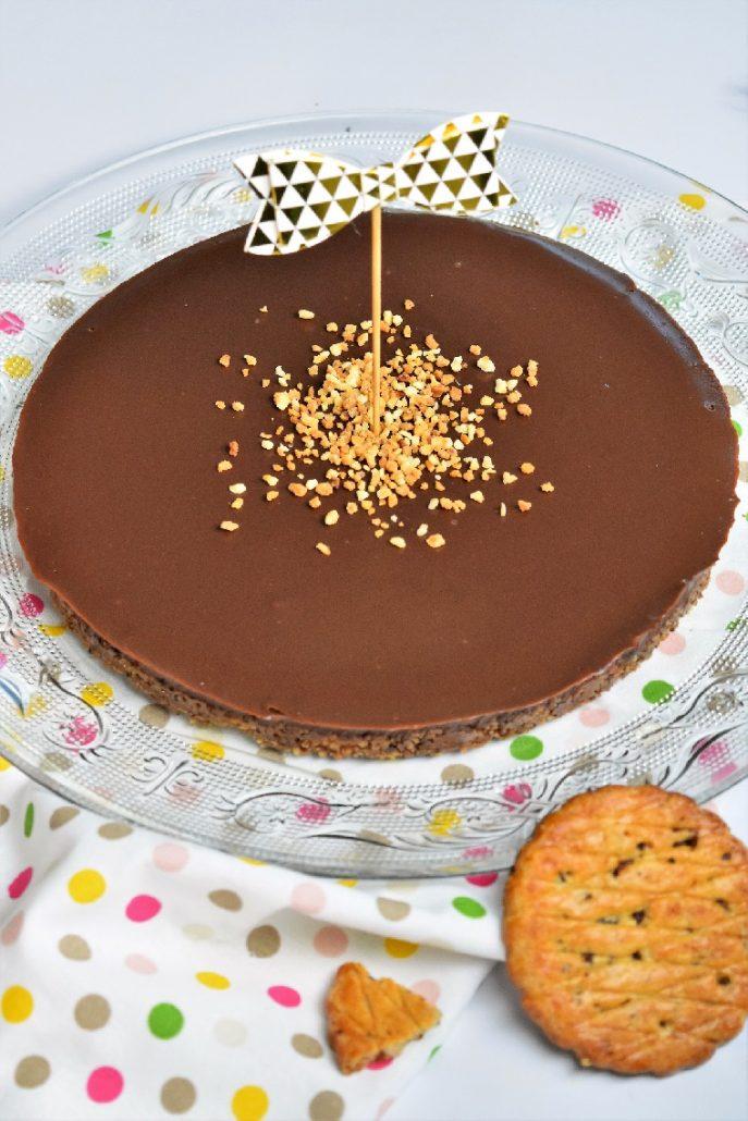 Tarte avec fond biscuité et ganache chocolat
