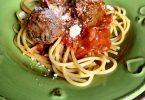 Spaghetti aux boulettes de boeuf à la sauce tomate