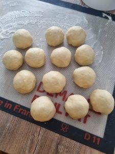 Boules de pâte à brioche pour buchty mascarpone