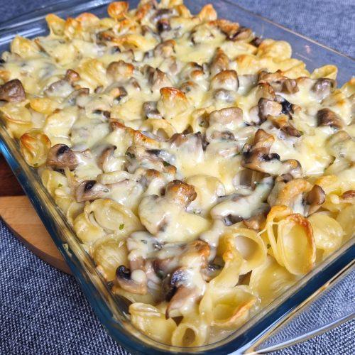 Gratin de pâtes à la crème, champignons et comté