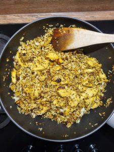 Curry de poulet, riz, fruits secs et miel
