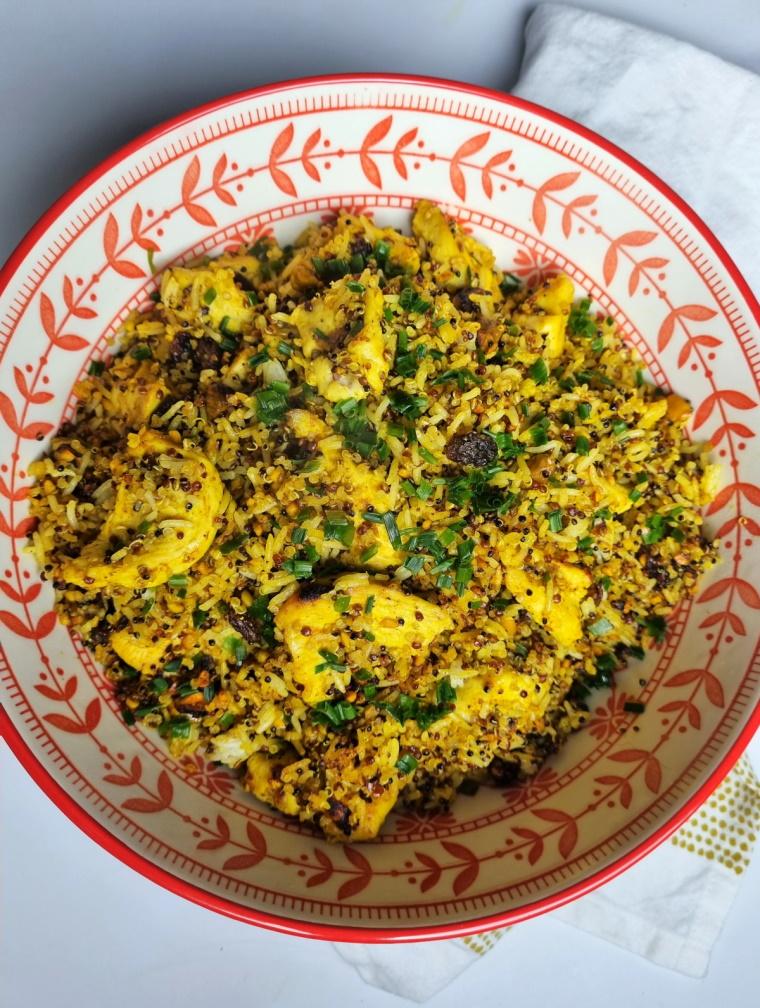 Riz pilaf au curry, poulet, miel et fruits secs
